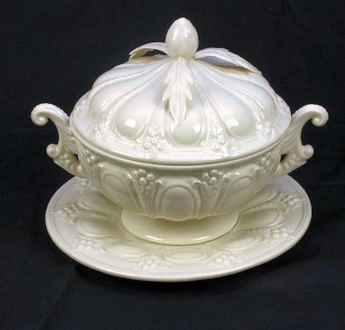Terrine met onderschaal, creamware 22x17cm